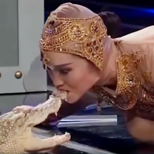 This Woman Decided To Suck A Crocodile On Live TV (Yes, You Read Right)