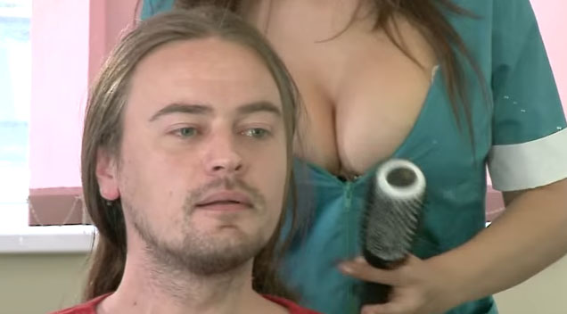 These Male Customers Are Going Nuts Over This Hairdresser S Ridiculously Hot Cleavage