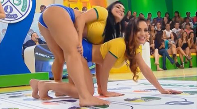 Girls playing twister Nude