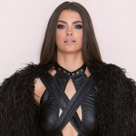 There's Actually A Jon Snow-Inspired Costume For Women, And It's Smoking HOT