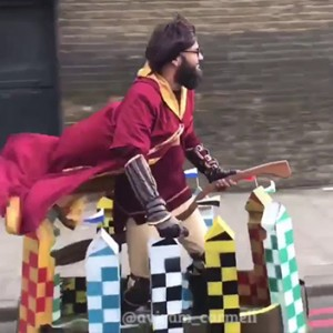 This Man Dressed Up As Harry Potter And Started Randomly Playing Quidditch In London… What The??