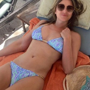 52-Year-Old Liz Hurley Just Stripped Down To A Tiny Hot Pink Bikini And… OMG
