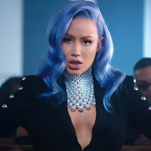 Iggy Azalea Is Back With A Bizarre New Music Video for 'Sally Walker'