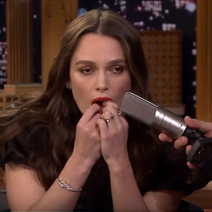 """Watch Keira Knightley Play """"Despacito"""" Using Her Teeth At The Tonight Show"""