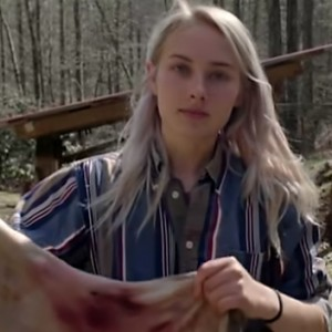Meet The Beautiful 17-Year Old Teen Who's Living In The Wilderness