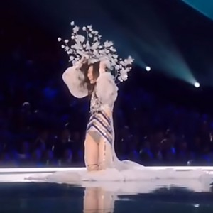 Victoria's Secret Fashion Show Fails: Every Falls, Stumbles And Wardrobe Malfunction Over The Years