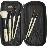 4 Makeup Bags Every Female Traveler Must Own