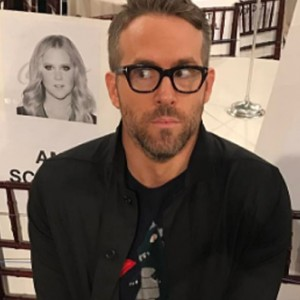 """Ryan Reynolds Just Brutally Trolled Blake Lively With This Epic """"No Filter"""" Photo"""